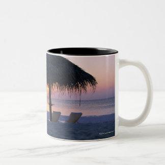 砂浜6 ツートーンマグカップ