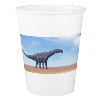 砂漠のアルゼンチノサウルスの恐竜- 3Dは描写します 紙コップ