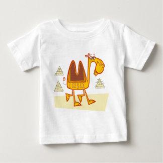 砂漠の漫画のラクダ ベビーTシャツ