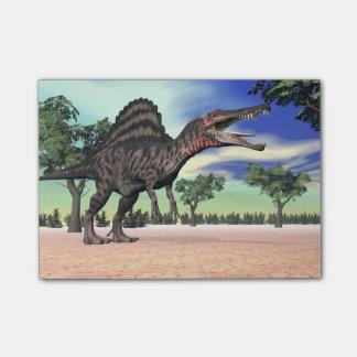 砂漠のSpinosaurusの恐竜- 3Dは描写します ポストイット