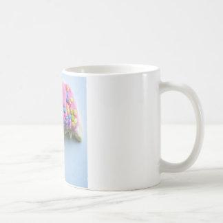 砂糖はクッキーを振りかけます コーヒーマグカップ