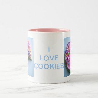 砂糖はクッキーを振りかけます ツートーンマグカップ