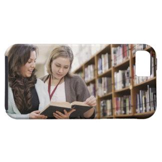 研究を用いる学生を救済している司書 iPhone SE/5/5s ケース