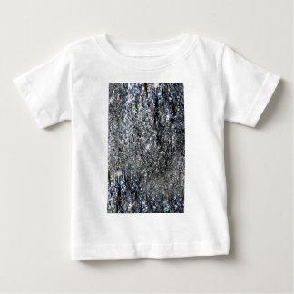 砲金のきらめくな水晶ミネラル石 ベビーTシャツ