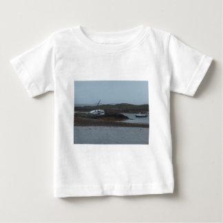 破壊される船 ベビーTシャツ