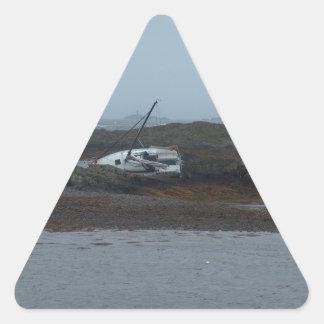 破壊される船 三角形シール