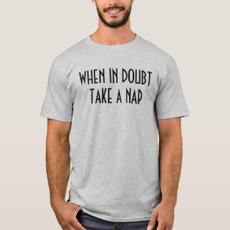 """""""確かでない時は昼寝""""のTシャツ取って下さい Tシャツ"""