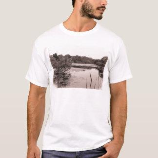碾き割りの製造所の池 Tシャツ