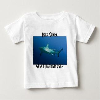 礁の鮫のグレート・バリア・リーフの珊瑚海 ベビーTシャツ