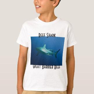 礁の鮫のグレート・バリア・リーフの珊瑚海 Tシャツ