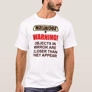 社会主義は現われるより近いです Tシャツ