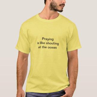祈ることは海に叫ぶことのようです Tシャツ
