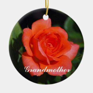 祖母のオレンジおよび杏子のバラのオーナメント セラミックオーナメント