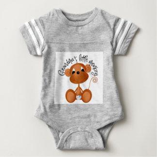 祖母の小さい猿-男の子のTシャツおよびギフト ベビーボディスーツ