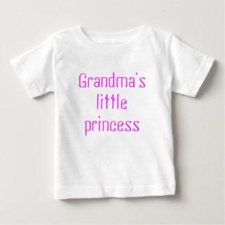 祖母の小さい王女 ベビーTシャツ