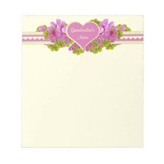 祖母の愛はピンクのハートに注意します ノートパッド
