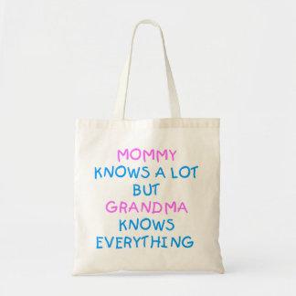 祖母はすべてを|の母の日のギフト知っています トートバッグ