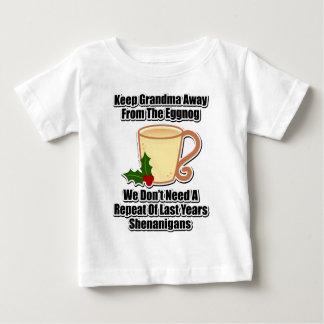 祖母をエッグノッグから遠くに保って下さい ベビーTシャツ