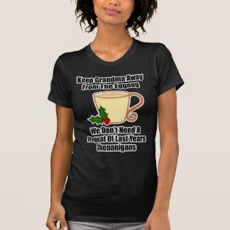 祖母をエッグノッグから遠くに保って下さい Tシャツ