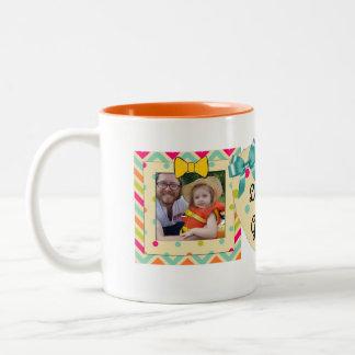 """""""祖母""""の写真のマグのオレンジ、ティール(緑がかった色)及び黄色愛して下さい ツートーンマグカップ"""
