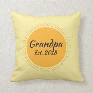祖父米国東部標準時刻。 2018黄色い日曜日のグラフィックの装飾用クッション クッション