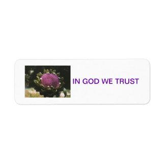 """""""神で私達は""""アーティチョークの花のラベルを信頼します ラベル"""
