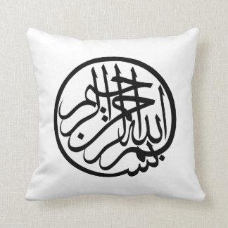 神のアラビア語の書道の名のBismillah クッション