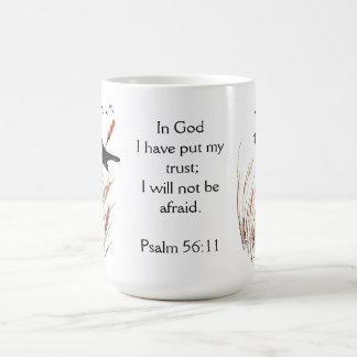 神のクロドリのPsの56:11の聖書の聖なる書物、経典の信頼 コーヒーマグカップ