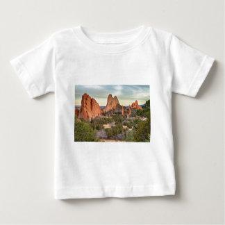 神のコロラド州の庭 ベビーTシャツ