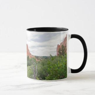 神の一枚岩的組織および平野の庭 マグカップ
