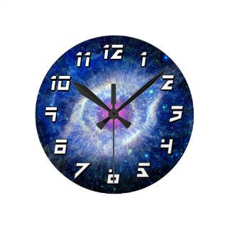 神の宇宙の写真の螺旋形の星雲の紫外目 ラウンド壁時計