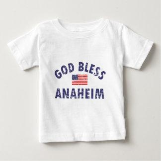 神はアナハイムを賛美します ベビーTシャツ