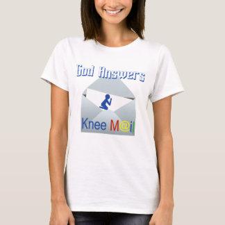 神は膝郵便信頼のティーに答えます Tシャツ