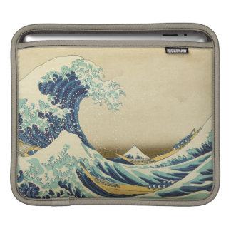 神奈川のiPadの袖の海岸の沖の素晴らしい波 iPadスリーブ