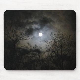 神秘的で暗い夜の満月 マウスパッド