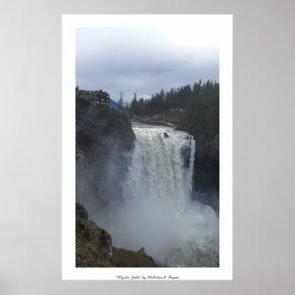 """""""神秘的な滝""""のSnoqualmieのプロフェッショナル ポスター"""