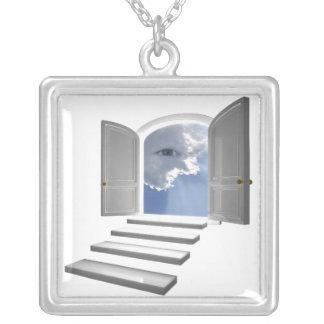 神秘的な目で開くドア シルバープレートネックレス