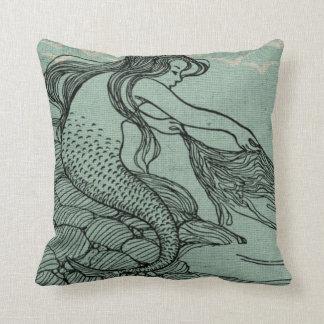 神話上の若い人魚の水の青い海海岸場面 クッション
