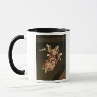 祭壇の背後の飾りの上の天使 マグカップ