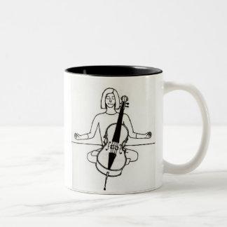 禅のチェロ奏者のマグ ツートーンマグカップ