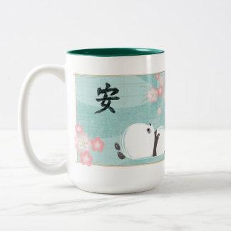 禅のパンダのマグ(プラム花) ツートーンマグカップ