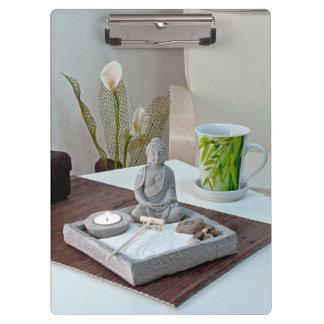 禅の石庭のクリップボードの仏の彫像 クリップボード