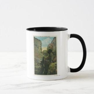 禿げ頭の崖の裂け目の眺め マグカップ