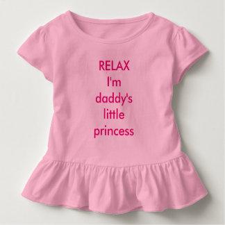 、私ありますお父さんの小さい王女-幼児の服--がリラックスして下さい トドラーTシャツ