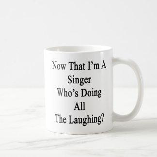 私がすべてに笑うことをしている歌手であるので コーヒーマグカップ
