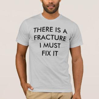 私がそれを固定しなければならないひびがあります Tシャツ
