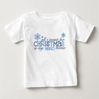 私がクリスマスの…英雄のためにほしいすべて ベビーTシャツ