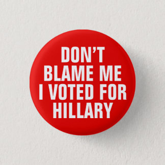 """""""私がヒラリーのために""""ボタンが投票した私の責任にしないで下さい(赤い) 3.2CM 丸型バッジ"""