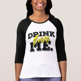 私が付いている飲み物女性 Tシャツ