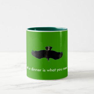 私が夕食のために食べる何をハゲタカは、ものyo…です ツートーンマグカップ